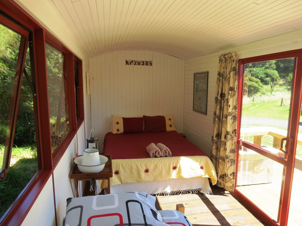 Queen bed - bunkhouse